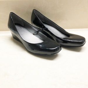 NEW Lifestride black patent slip on loafers 9